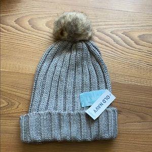 Old navy knitted Pom Pom hat grey